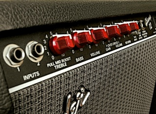 fender_champ12_red_knobs_320px